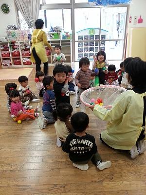 室内 2 遊び 歳児 子どもがハマる!飽きずに楽しめる室内遊びのアイデア集(2〜3歳編)【ゆるっとはなまる育児 第14話】 ウーマンエキサイト(1/2)